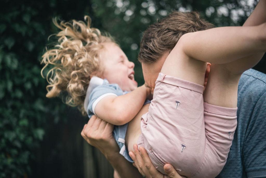 Qué pasa en el cerebro de un niño cuando juega con sus padres